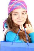 Menina sorridente, segurando o saco de shooping sobre branco — Fotografia Stock