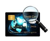 白い背景の上に虫眼鏡でクレジット カード — ストック写真