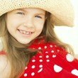 Smiling girl in hat on beach — Stock Photo