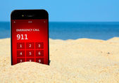 Mobile phone with emergency number 911 on the beach — Foto Stock