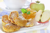 Apple fried in pancake batter — Stock Photo