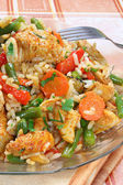 Fried chicken with rice and vegetables — Stock Photo