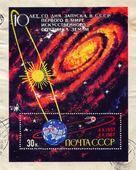 Galaxy och sputnik som kretsar runt jorden — Stockfoto