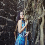Woman at old banyan — Stock Photo