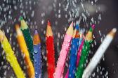 Lápis de cor sob a chuva — Fotografia Stock