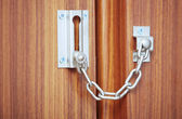 Kapıda asma kilit — Stok fotoğraf