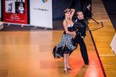 Concorrentes dançam a dança latina na conquista — Foto Stock