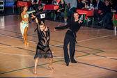 竞争对手在征服上跳舞拉丁舞蹈 — 图库照片