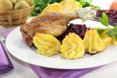 Fresh Duck drumstick with red cabbage — Stock Photo