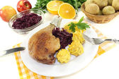 Delicious Duck leg with red cabbage — Stock Photo
