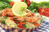 Shrimp with mie noodles and leek — Stock Photo