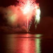 Fogos de artifício coloridos — Fotografia Stock