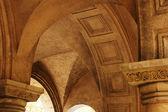 Schnitzen und Bögen aus Tuffstein Steinen in alten Tiflis, Republik von ge — Stockfoto