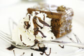 Chocolate brownie with vanilla ice-cream and chocolate sauce — Stock Photo