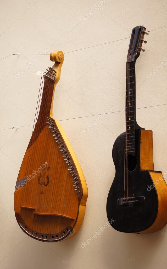 Antico strumento musicale foto stock elet 1 33388523 - Diversi tipi di musica ...