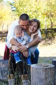 Família feliz ao ar livre — Fotografia Stock