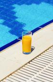 Jugo en la piscina — Foto de Stock