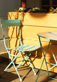 OUtdoor table and chair — Stockfoto