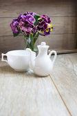 Menta té, flores de violas y Buenos días Nota — Foto de Stock