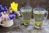 Green tea and flowers — Stock Photo