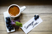 Cup of coffee and summer time — Stock Photo
