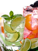 Two cocktails — Stock Photo