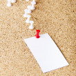 Note paper on cork board - Foto Stock