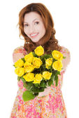 Attractive casual woman with yellow roses. — Stock Photo