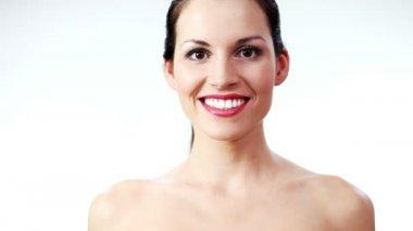 Beautiful woman smiling to camera — Stockvideo