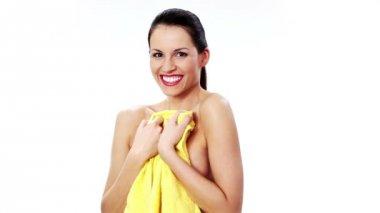 美丽的年轻女子,与毛巾、 水疗中心、 美容、 健身、 浴的概念 — 图库视频影像