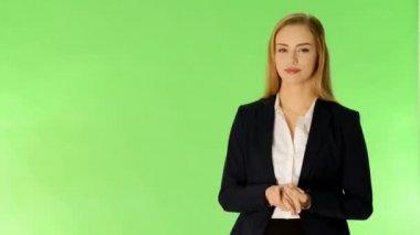 Lächelnde junge schöne business-frau. — Stockvideo