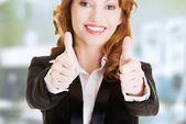 Mulher de negócios com polegares para cima, gesto ok — Foto Stock