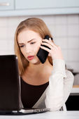 Beautiful caucasian woman talking through phone — Stockfoto