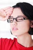Молодая женщина у головной боли — Стоковое фото