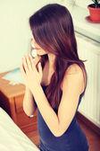 Genç kadın dua — Stok fotoğraf