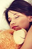 Chica en la cama con osito de peluche — Foto de Stock