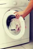 Woman doing laundry — ストック写真