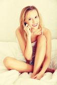Hezká žena na telefonu — Stock fotografie