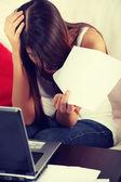 Young woman's paying bills. — Fotografia Stock