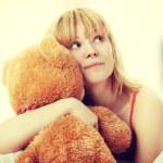 Kid embraces teddy bear — Stock Photo #41071367