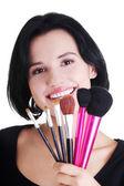Giovane truccatrice artista holding spazzole — Foto Stock