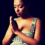 giovane donna incinta pregando — Foto Stock