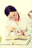 Woman learning at desk — Stock Photo