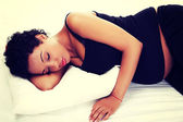Beautiful pregnant woman lying on bed — Stock Photo