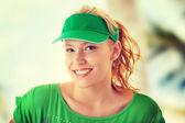 Mujer rubia con tapa verde — Foto de Stock