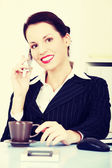 Business woman talking on the phone. — Stock Photo