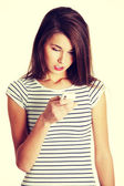 Surpriced teen with mobile. — Stock Photo