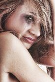 Femme en sous-vêtements pleurer - notion de violence — Photo