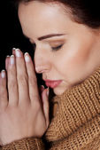Beautiful young woman is praying. — Stockfoto