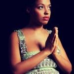 Junge Afro amerikanische schwangere Frau beten — Stockfoto #47662973